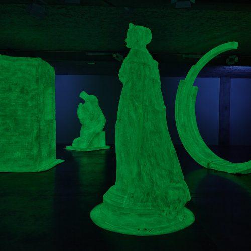 Simone Decker Ghosts 2004