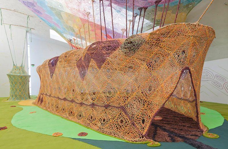 Vue de l'exposition BOA au Kiasma Museum Ernesto Neto, 2016