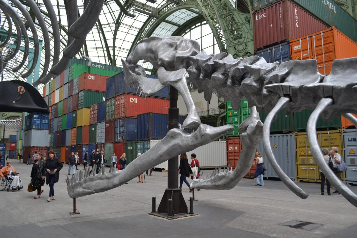 Vue de l'exposition « Empires », Monumenta 2016, Huang Yong Ping. photo V. Puaux
