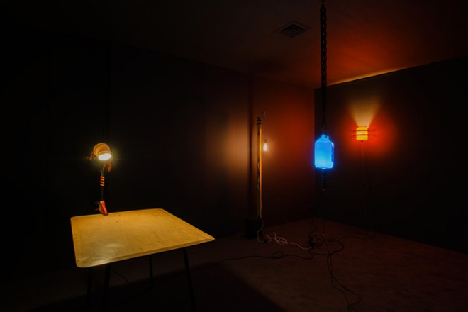« A lamp made by the artist for his wife », Ryan Gander