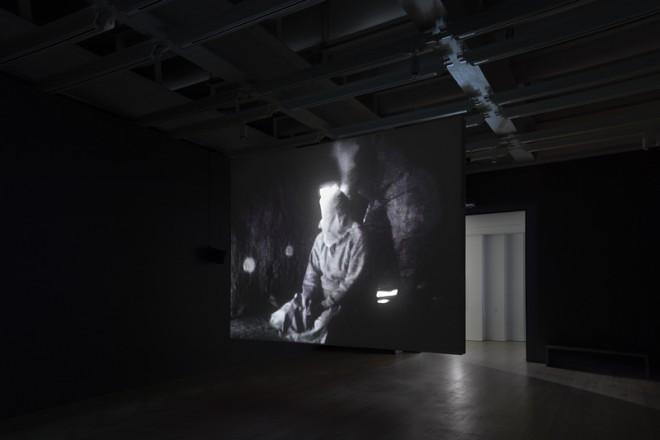 Vue de l'exposition «Astro Noise», Laura Poitras