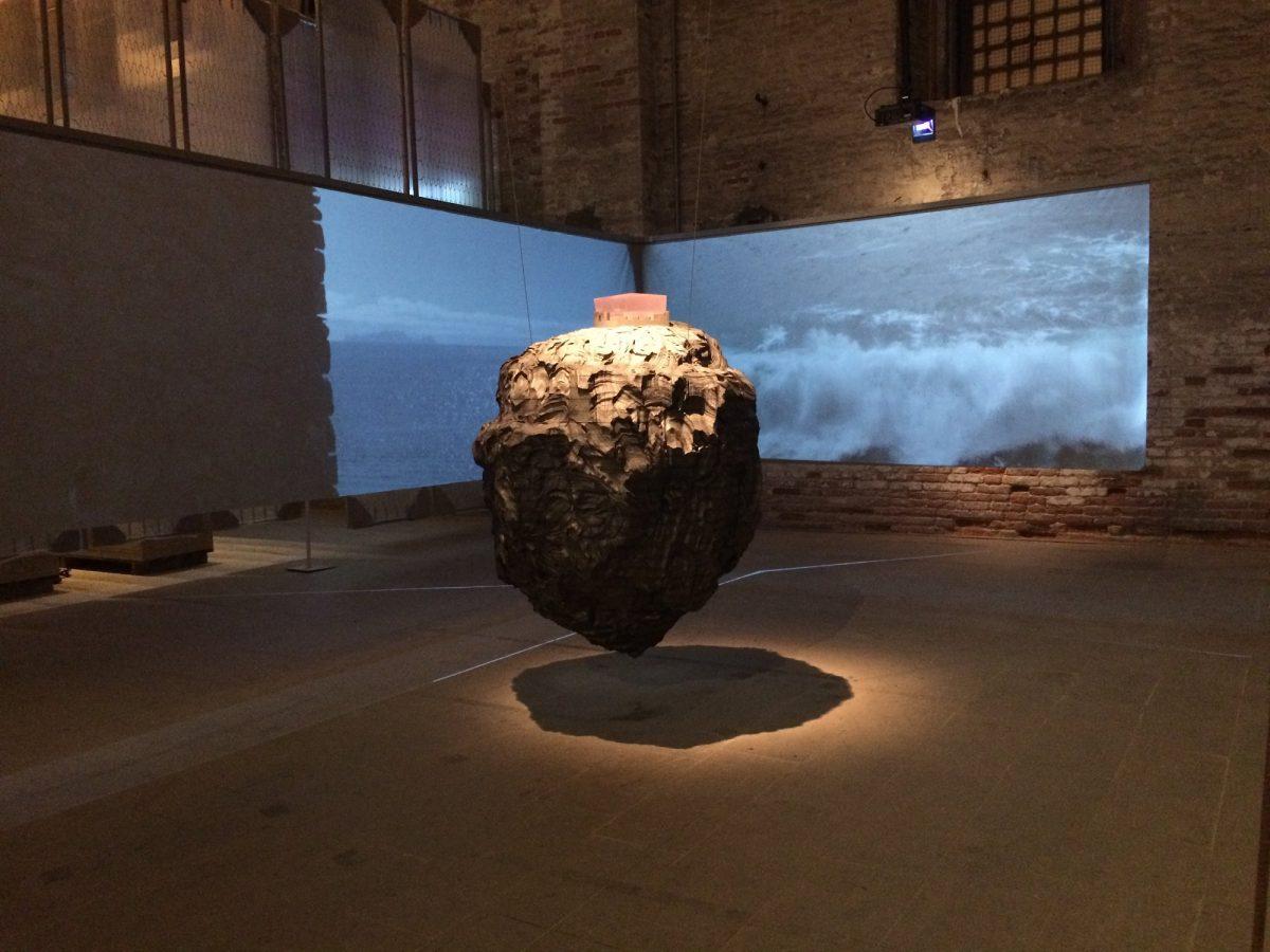 Vue de l'installation présentant, à l'Arsenal, le projet de Paulo David à Madère