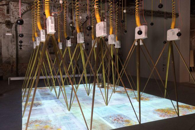 Vue du dispositif expliquant le projet «Losing my self» de Niall McLaughlin et Yeoryia Manolopoulou