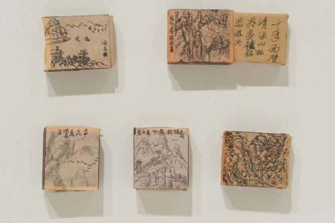 Dessins sur boîtes d'allumettes signés Cai Ruiqin (1935-2016), père de Cai Guo-Qiang