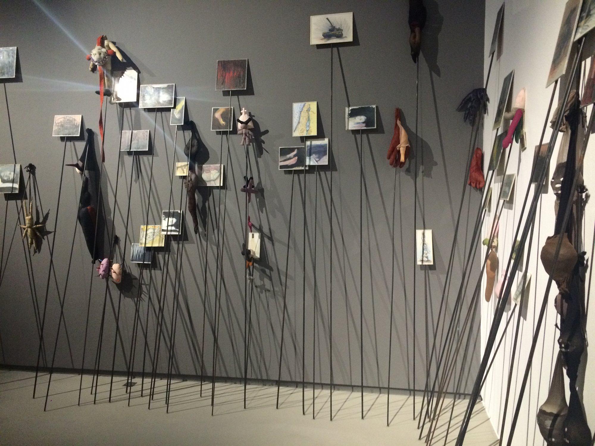 Les Piques, Annette Messager, 1992.
