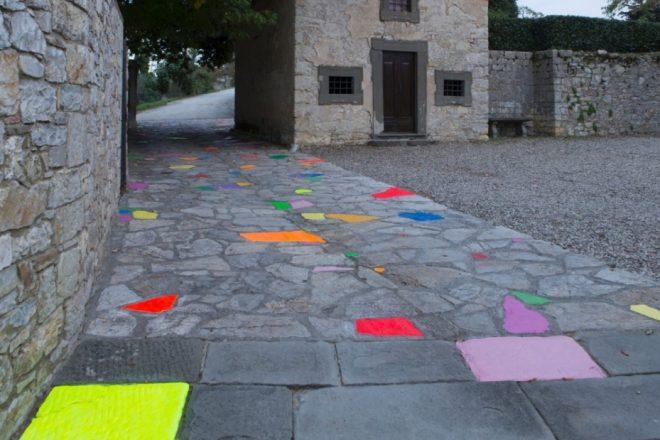 «Le Chemin du bonheur», Pascale Marthine Tayou, 2012