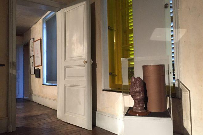 Vue de l'exposition « Balak #7 ». Au premier plan à droite, pièce signée Paul McCarthy