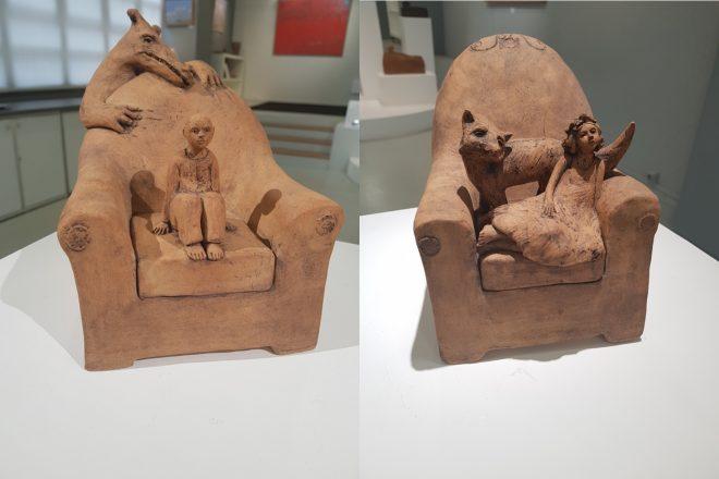 De gauche à droite : « Fauteuil loup et garçon » et « Fauteuil fillette et renard », Jade