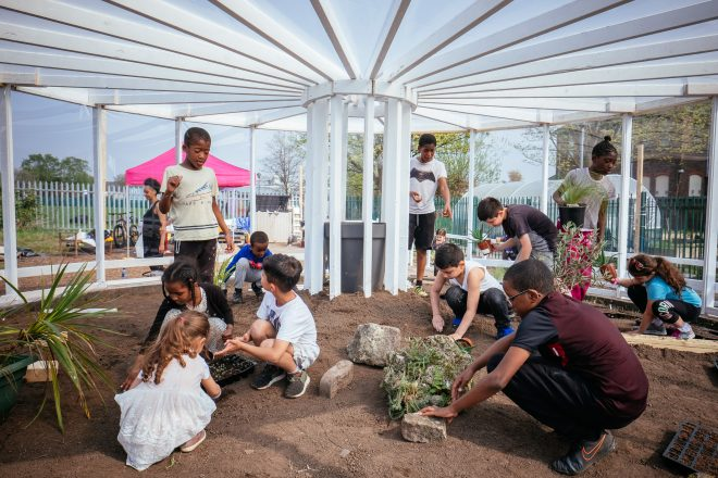 « Resilience Garden », Mohamed Bourouissa, 2018
