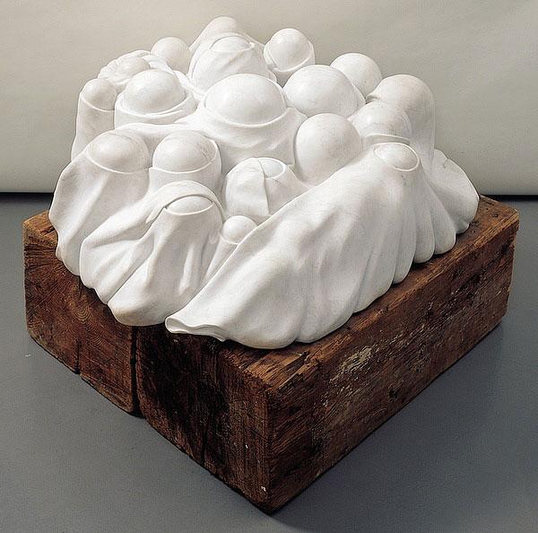 Cumul I, marbre blanc sur socle en bois@(51 x 127 x 122 cm)
