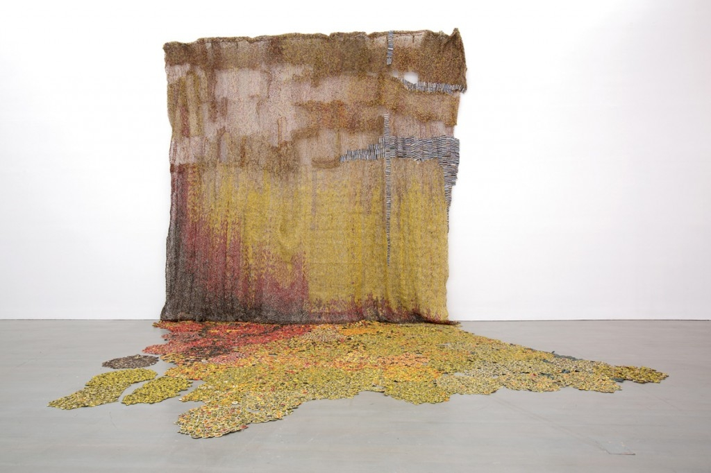 El Anatsui, photo Silvia Ros, courtesy Jack Shainman Gallery et le Bass Museum of Art