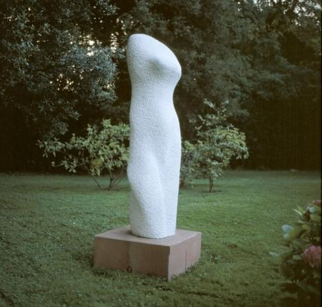 Vénus blanche de Carrare, marbre de Carrare (230 x 60 x 60 cm)
