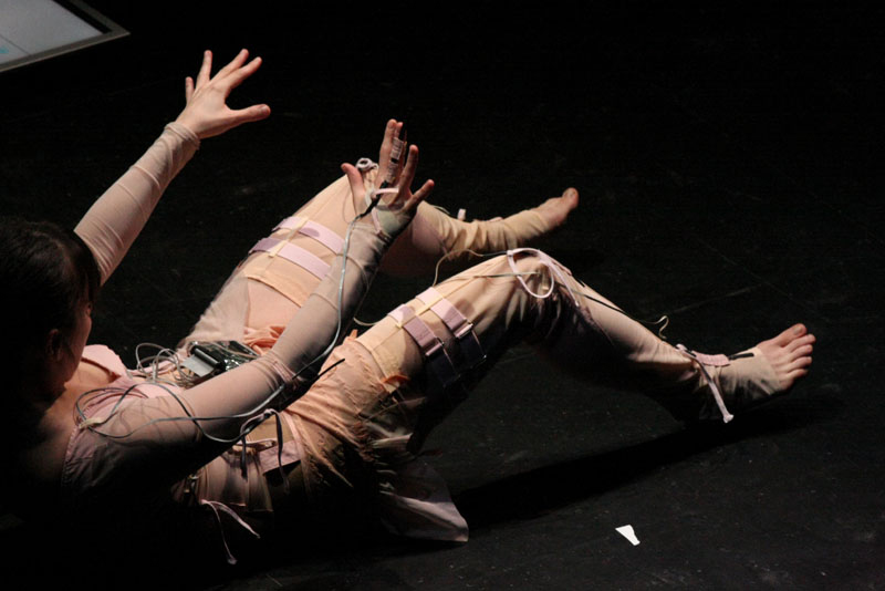 Myriam Gourfink, courtesy Centre des arts, Enghien-les-Bains