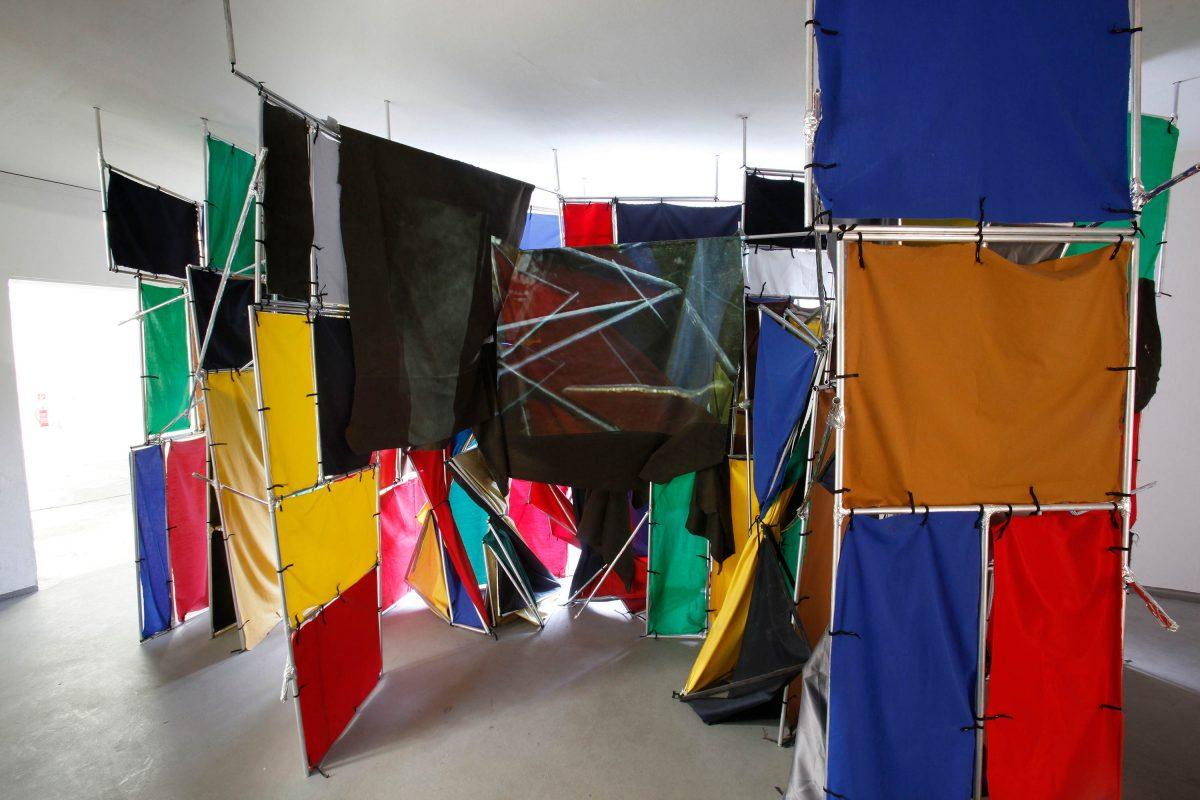 Ron Mueck, photo Thomas Salva, Lumento pour la Fondation Cartier pour l'art contemporain