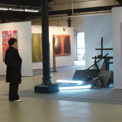 Vue du Salon Réalités Nouvelles 2008, au centre, Sans titre (2008), de Timothée Tallard.