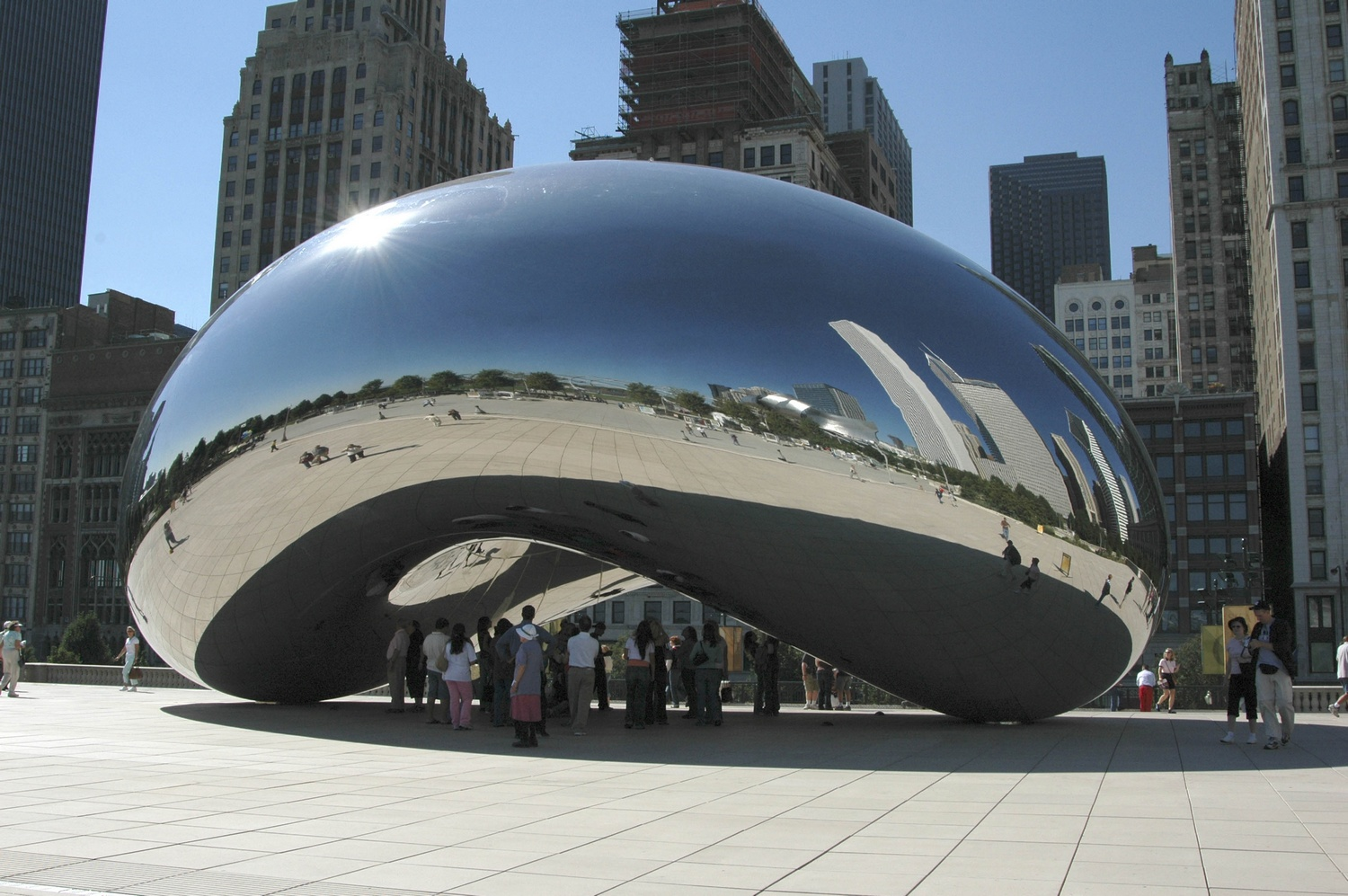 Cloud Gate, acier inoxydable (10 x 20 x 12,8 m). Installation à Chicago
