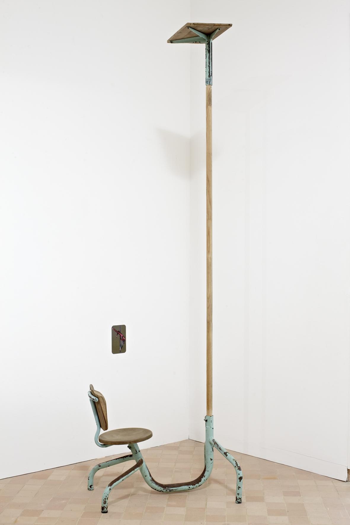Pôle danse (exercice de soi), objet modifié et image encollée