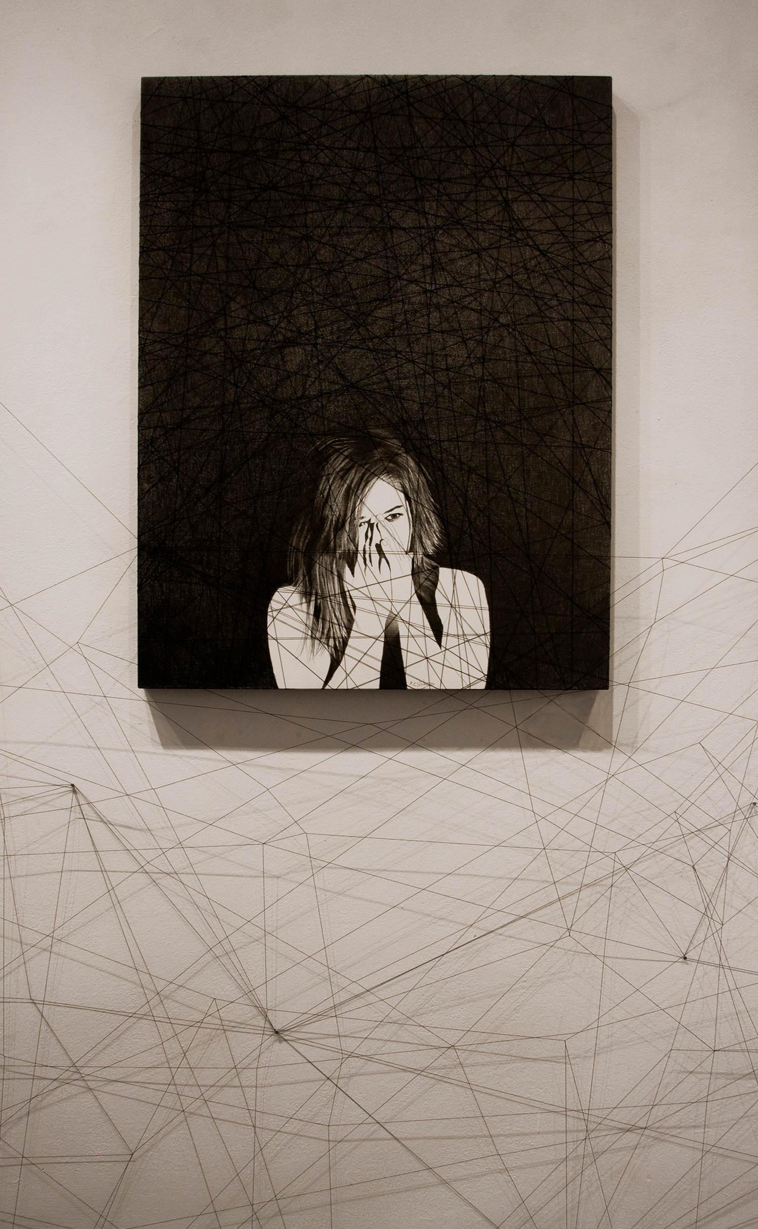 Inespéré, crayon noir sur bois et fils noir@(80 x 60 cm)