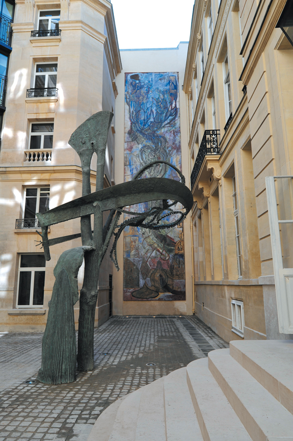 Sculpture et fresque.